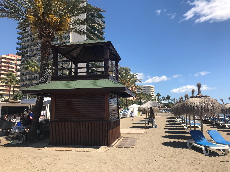 Beachfront complex, in Marbella city. Side sea views.