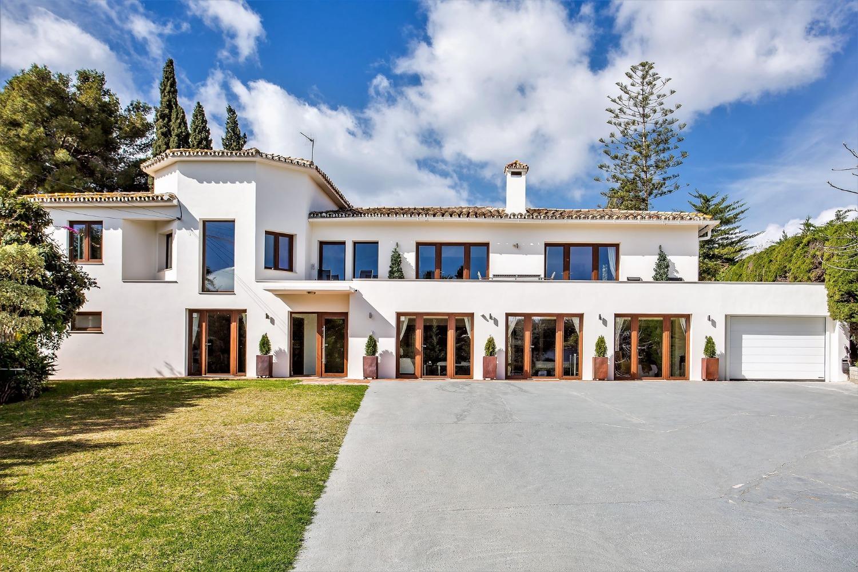 Villa for sale near the beach
