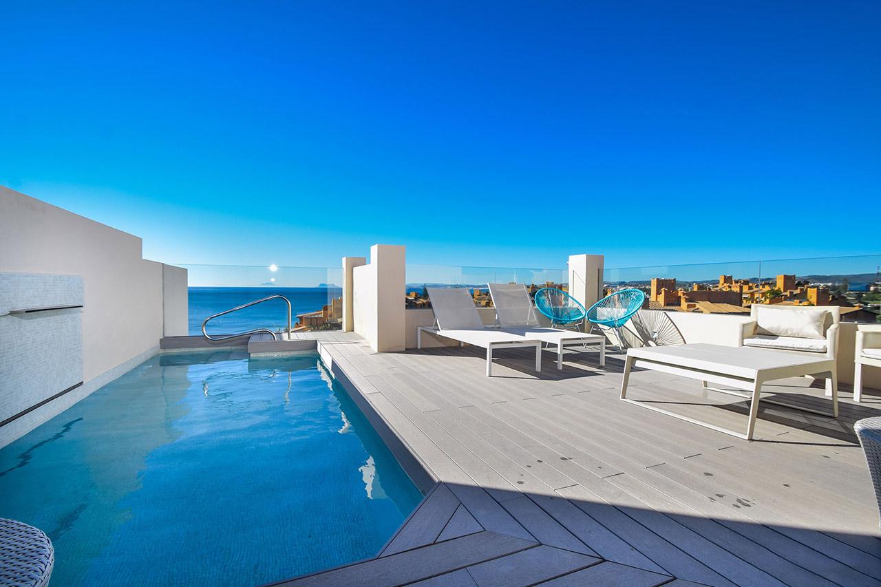 Spectaculaire penthouse in eerste lijn van strand. Ingericht.