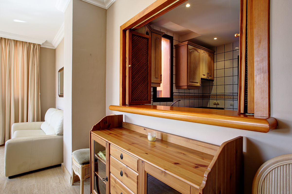 Uitzicht op zee, 2 slaapkamers. Lange termijn verhuur beschikbaar.