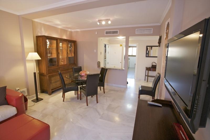Hacienda del Sol, 2 bedrooms, large living room - dining room. 24 hour security
