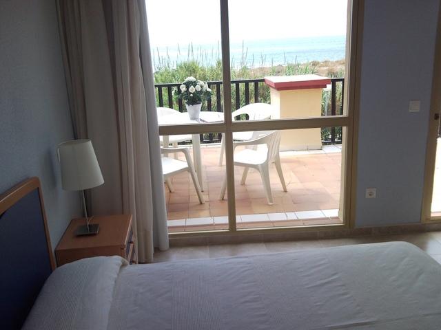 Minimum stay of 1 week, sea views
