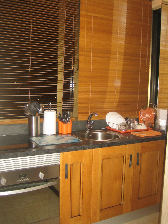 Habitació reformada i amb dormitori independent. Aigua i font d'alimentació estan inclosos en el cost de la comunitat.