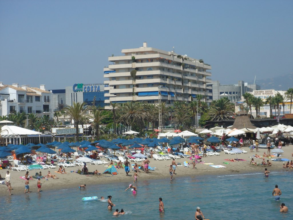 A poques passes de la platja i de tot tipus de serveis i d'oci. Cinquena planta 2 dormitoris. Puerto Banus