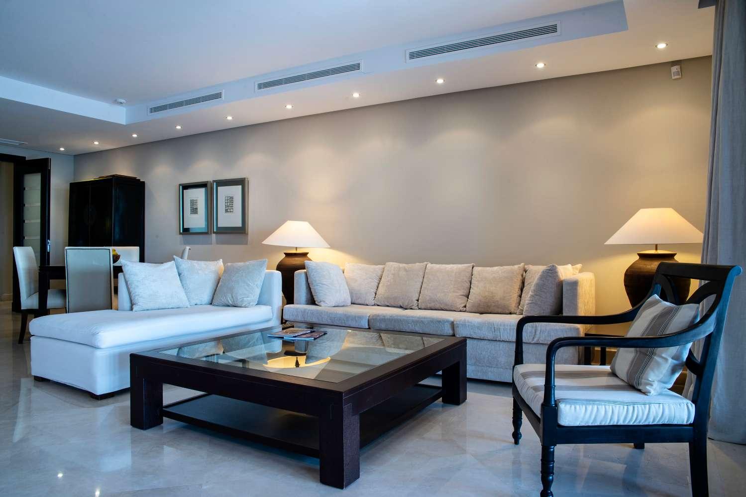 Accesso alla spiaggia, grande appartamento di 224 m2 costruito, 2 garage e 2 ripostigli. Viste assorbenti!