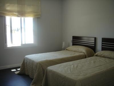 HYRD 18-07-2020. Långtidsuthyrning. Fristående med privat pool. 3 sovrum.