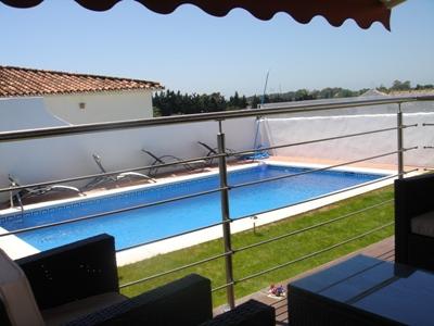 LOUÉ 18-07-2020. Location à long terme. Détaché avec piscine privée. 3 chambres.