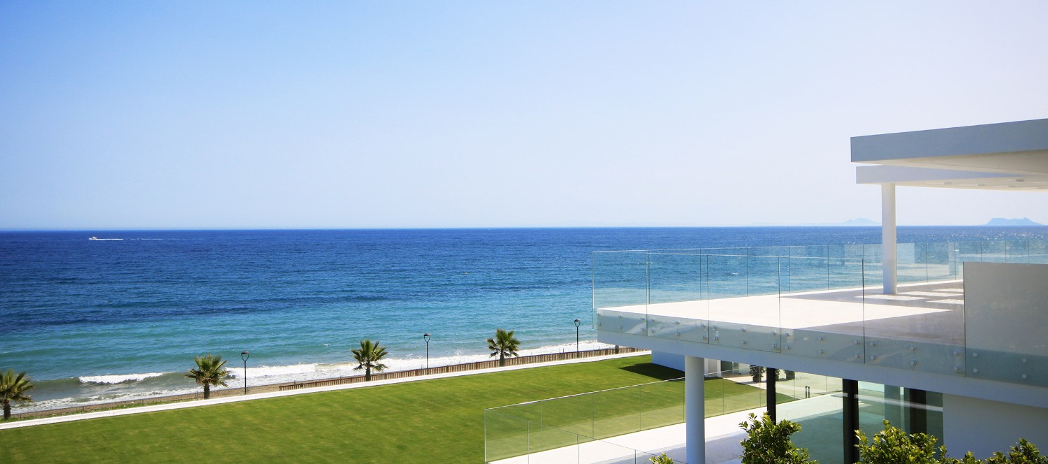 First occupation license in place! On the front line of the Mediterranean sea! Estepona