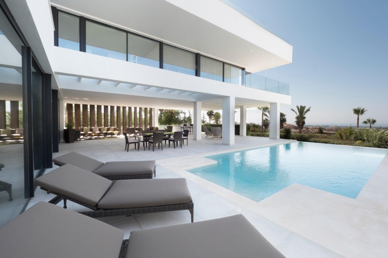 Holiday. Private pool, 5 bedroom Villa with panoramic sea and mountain views. Benahavis.