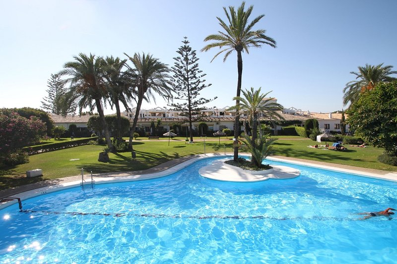 Close to the beach, the Hotel Marbella Club, the shops, the restaurants.